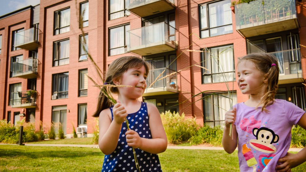 Acheter un deuxième véhicule et vivre en banlieue? Ou acheter une propriété en ville? État des lieux